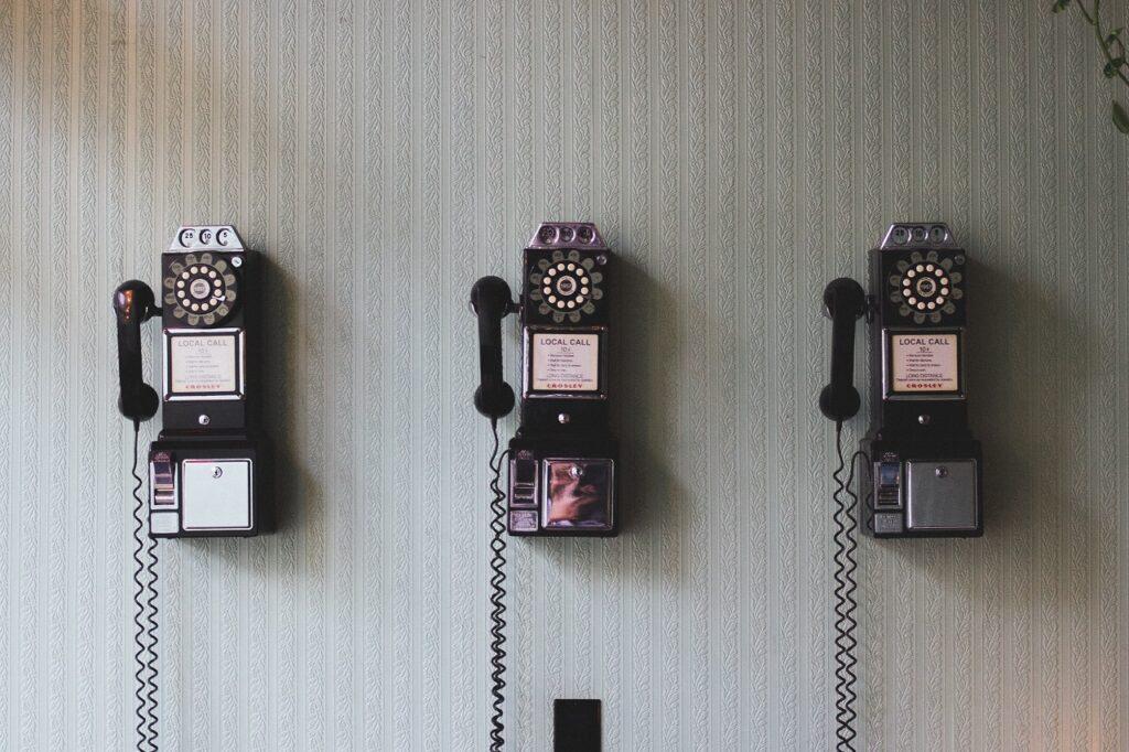 Treten Sie Rocket Crocodile Consulting via Telefon oder anderen Kanälen in Kontakt.